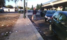 Copos descartaveis a poluir o Jardim do Campo Grande, Lisboa