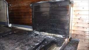 Casa incendiada no Reino Unido